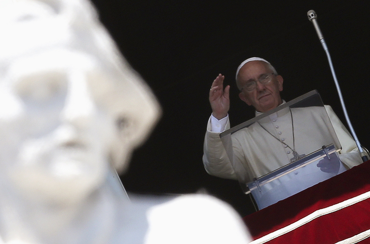 Pope waves as he leads Angelus at Vatican (CNS photo/Alessandro Bianchi, Reuters).