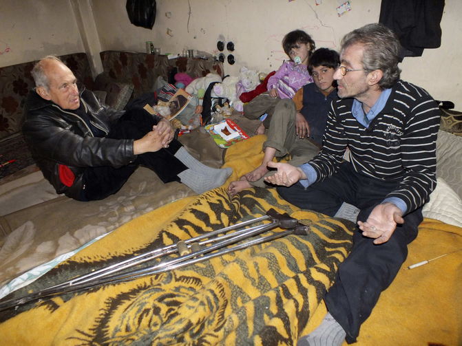 Dutch Jesuit Father Frans van der Lugt, visiting a family in the besieged area of Homs, Syria, on Jan. 30.