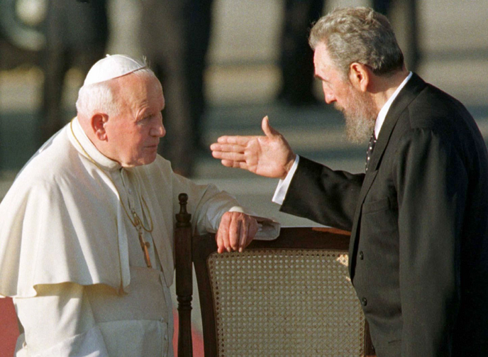 Cuban President Fidel Castro gestures to Pope John Paul II in Havana in 1998. It was the first visit to Cuba by a pope, and the Polish pontiff used it to appeal for greater religious rights. (CNS photo/Reuters)