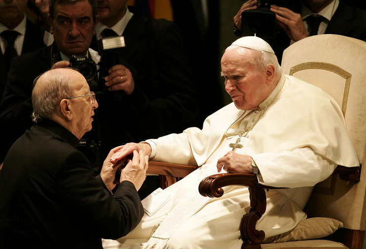 Maciel with Pope John Paul II in 2004