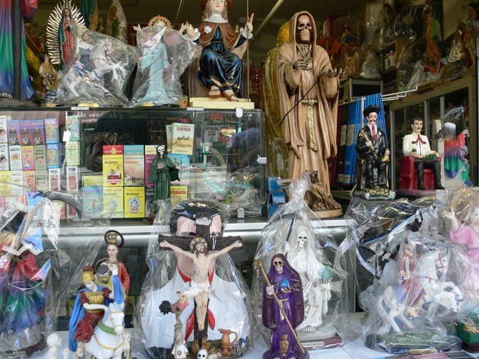 Santa Muerte: Crowding out St. Jude? Photo: Andreas Praefcke