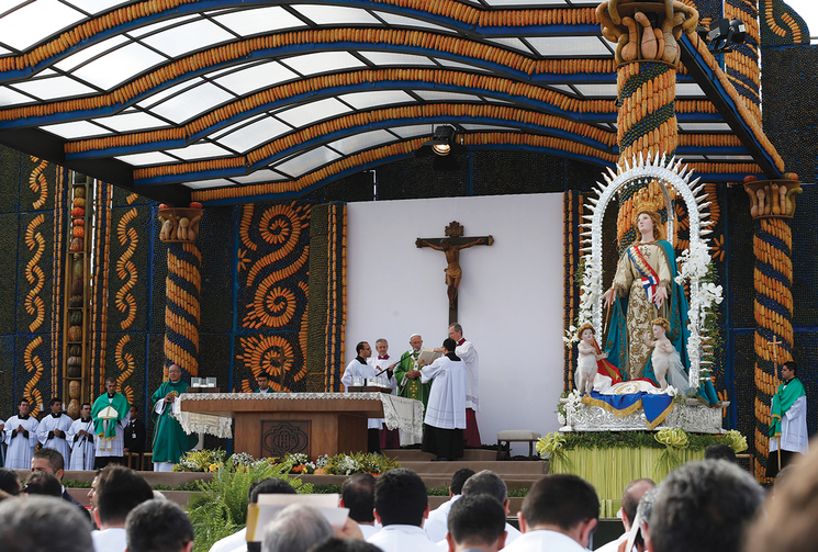 AT TABLE. Pope Francis celebrates Mass in Nu Guazu Park in Asuncion, Paraguay, July 12.