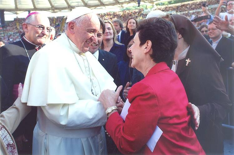 Patti Gallagher Mansfield meets Pope Francis during the Catholic Charismatic Renewal Conference in Rome on June 1, 2014 (photo provided)