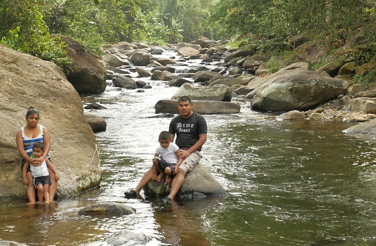 Water of Life. Kevin Ramíez and his family on the Río Listón near Quimistán, Honduras.