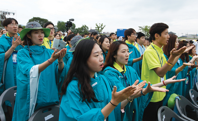 GENERATION NEXT. Young people join Pope Francis at the closing Mass of the sixth Asian Youth Day at Haemi Castle in Haemi, South Korea, on Aug. 17.