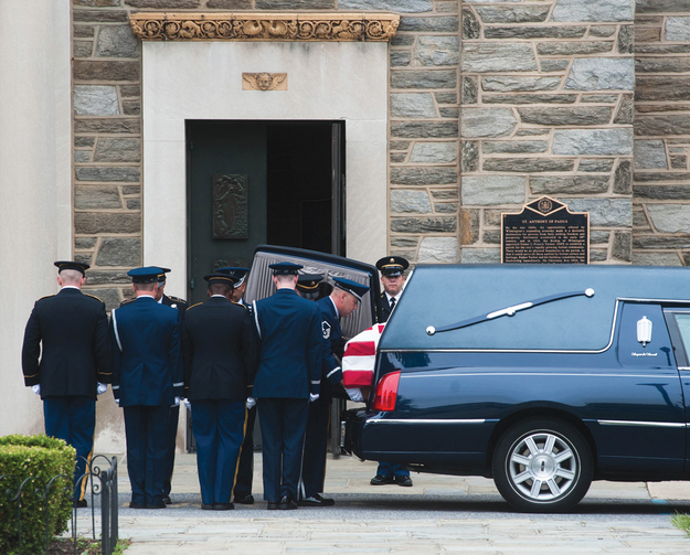 Soldiers carry the casket  of Beau Biden.