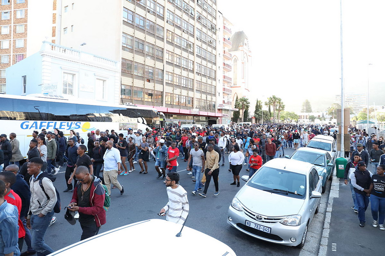 Students on Parliament Street being pushed back from Roeland Street on Oct. 21 (Creative Commons permission by Myolisi)