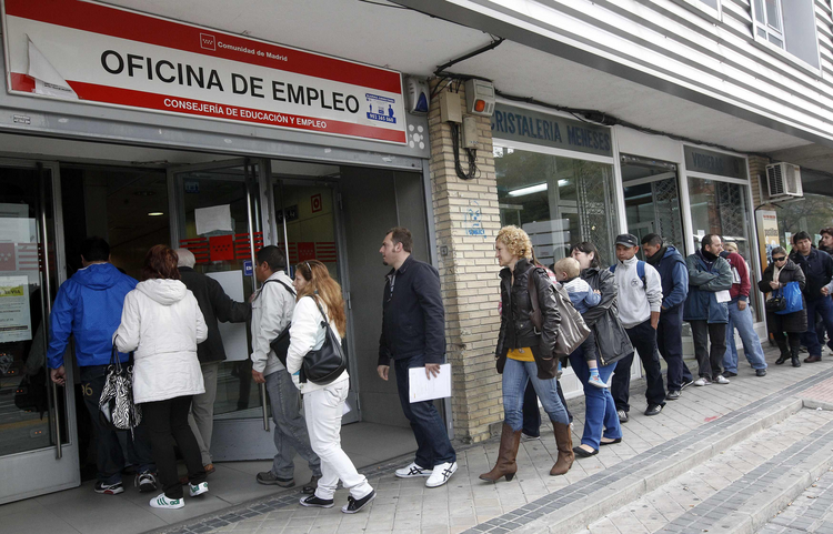 PEOPLE STAND IN LINE AT GOVERNMENT EMPLOYMENT OFFICE IN SPAIN