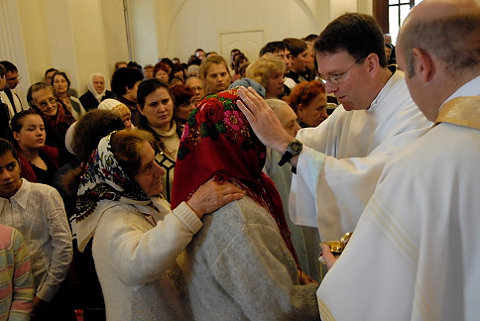 Father Anthony Corcoran, S.J., offers a blessing at a liturgy in Russia. (Photo Provided)