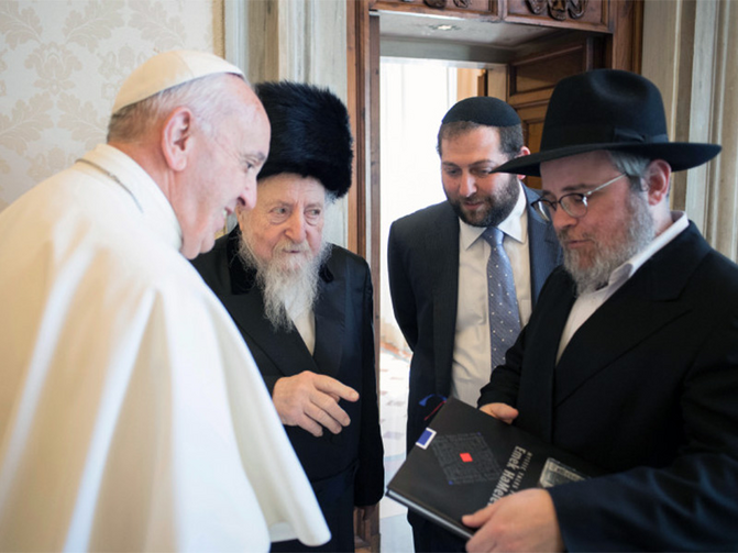 Pope Francis meets with Rabbi Edgar Gluck, chief rabbi of Galicia, center left, during a private audience at the Vatican on May 8, 2017. Photo courtesy of L'Osservatore Romano