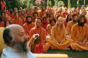 Bhagwan Shree Rajneesh and his disciples at Rajneeshpuram (Credit: Netflix)