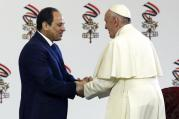 Pope Francis shakes hands with Egyptian President Abdel-Fattah El-Sissi, in Cairo, April 28 (AP Photo/Gregorio Borgia).