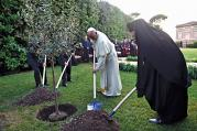 ROOTED IN FAITH. Israel's President Shimon Peres, Palestinian President Mahmoud Abbas (partially hidden), Pope Francis and Ecumenical Patriarch Bartholomew of Constantinople in the Vatican gardens on June 8.