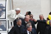 REACHING OUT. Pope Francis in St. Peter's Sq.