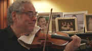 Itzhak Perlman at home (photo: Greenwich Entertainment)