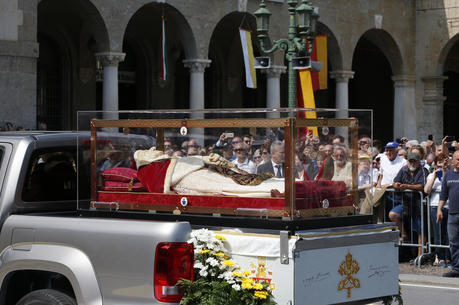 The coffin containing the body of St. John XXIII is seen during a ceremony in Vittorio Veneto Square after its arrival in Bergamo, Italy, May 24. The body of the late pope left the Vatican on May 24 to be displayed in his home region until June 10. (CNS photo/Paul Haring)