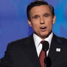 Federico Peña addresses the Democratic National Convention in Denver on Aug. 26, 2008. (AP Photo/Ron Edmonds)