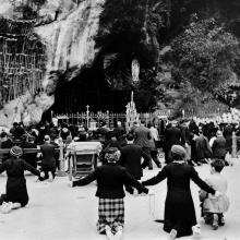 Pilgrims kneeling before shrine of our Lady of Lourdes. Wellcome Images
