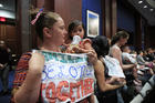 Lucy Martin and her daughter together with other mothers and their babies attend a House Committee on the Judiciary and House Committee on Oversight and Government Reform hearing, to express their support to immigrants and their families and objection to the forced separation of migrant children from their parents, Washington, June 19 (AP Photo/Manuel Balce Ceneta)